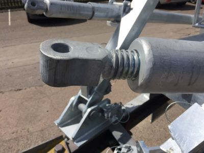 Mobile masts use ABSSAC POWER screws